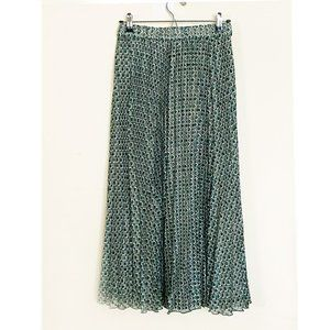 NWT WOMEN PLEATED GREEN SKIRT SIZE S